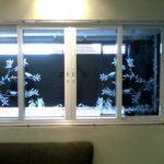 Artístico jateado em janela de vidro
