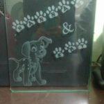 Desenho jateado em tábua de vidro